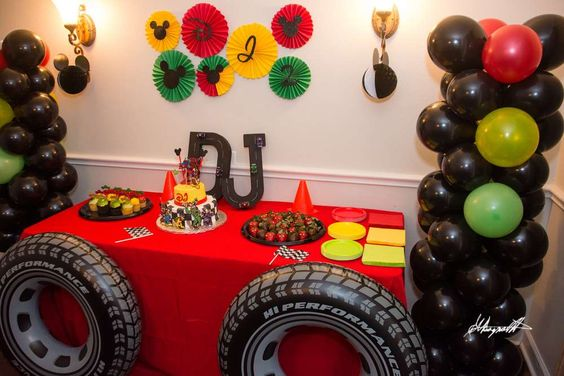 Mickey and the Roadster Racers Party Decorations